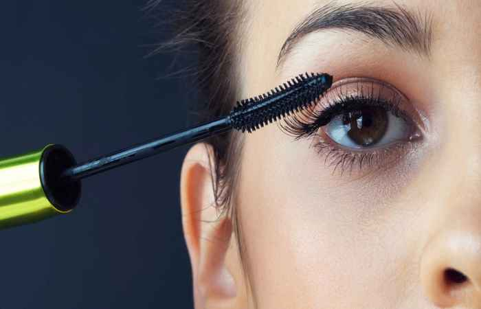 Mascara Hacks for Short Lashes